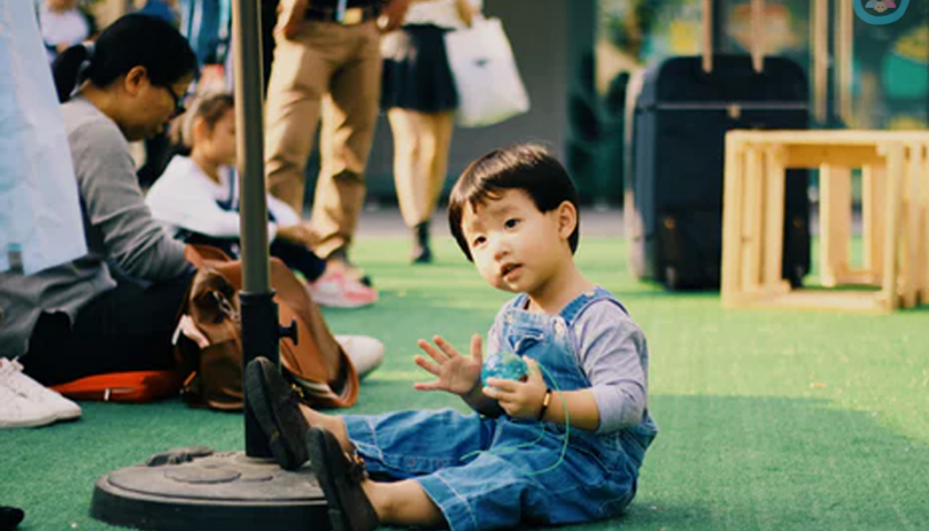 boy in blue overalls sitting on green surface USA 6 Ways to Make Sure that You Offer Great Customer Support at Your Preschool 840x480 - 6 Ways to Make Sure that You Offer Great Customer Support at Your Preschool