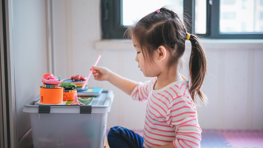 girl holding paint brush USA Recommend activities to do at home - 6 Ways to Make Sure that You Offer Great Customer Support at Your Preschool